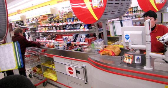 """W Wielką Sobotę sklepy będą otwarte, ale zdecydowanie krócej niż w poprzednich latach. Zgodnie z ustawą """"o ograniczeniu handlu w niedziele i święta"""" drzwi marketów zamkną się dla klientów najpóźniej o godzinie 14.00. W świąteczną niedzielę i poniedziałek duże sklepy i centra handlowe będą nieczynne."""