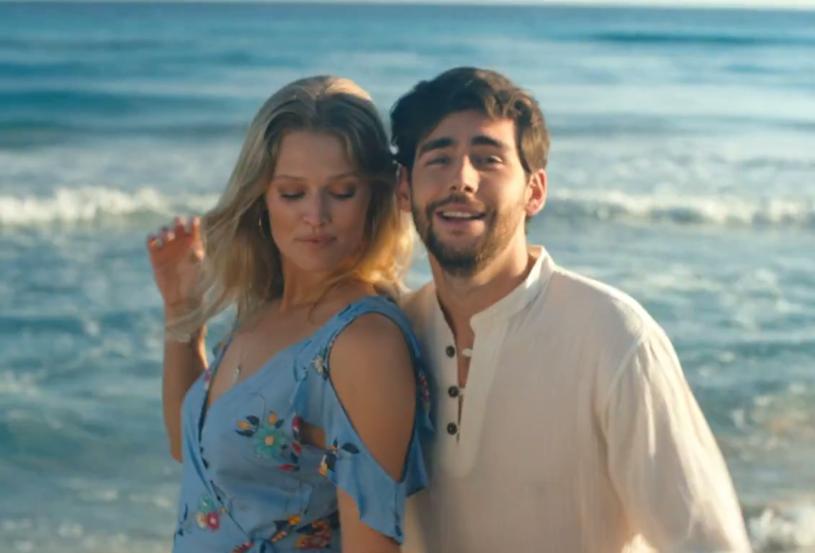 """Poniżej możecie zobaczyć teledysk """"La Cintura"""", który zapowiada nową płytę urodzonego w Barcelonie wokalisty Alvaro Soler, znanego z przebojów """"Sofia"""" i """"El Mismo Sol""""."""