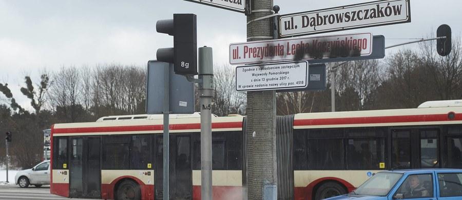 Wojewódzki Sąd Administracyjny w Gdańsku uchylił zarządzenia zastępcze wojewody pomorskiego o zmianie nazw kilku ulic w związku z tzw. ustawą dekomunizacyjną. Jedną z nich jest ul. Dąbrowszczaków w Gdańsku przemianowana na ul. Lecha Kaczyńskiego.