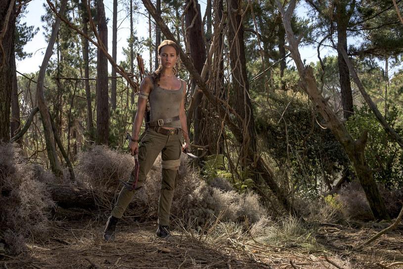 """To już 6 kwietnia! Nowa Lara Croft - Szwedka Alicia Vikander (""""Ex-machina"""", """"Dziewczyna z portretu"""") i nowy """"Tomb Raider"""" za tydzień pojawią się w kinach. Pełna śmiałości, zdecydowana, wytrzymała, honorowa, ale i skłonna do czułości twardzielka - oto współczesna Lara."""