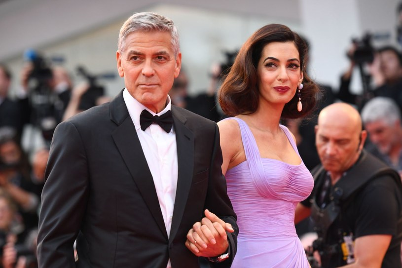 Zajmująca się prawami człowieka znana brytyjska prawniczka libańskiego pochodzenia Amal Clooney będzie obrończynią dwóch przetrzymywanych w Birmie dziennikarzy Reutera - pisze w piątek EFE. Grozi im 14 lat więzienia za złamanie ustawy o tajemnicy państwowej.