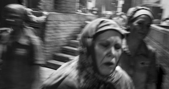 """15 kwietnia poznamy laureatów Złotych Masek. Gala odbędzie się w Teatrze Bolszoj w Moskwie. Do najważniejszej rosyjskiej nagrody teatralnej nominowana jest """"Pasażerka"""" Mieczysława Wajnberga i to aż w czterech kategoriach. Inspiracją dla opery były osobiste przeżycia wojenne i powojenne więźniarki Auschwitz Zofii Posmysz."""