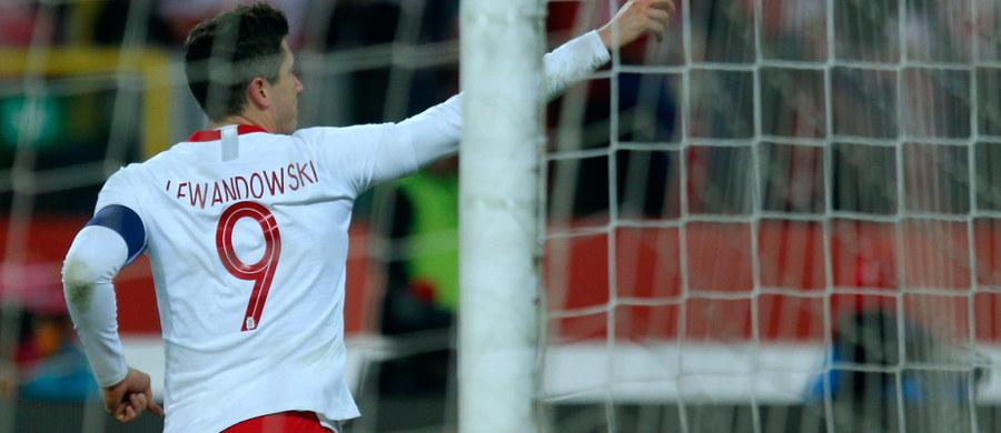 """Trener piłkarzy Bayernu Monachium Jupp Heynckes zakłada, że Robert Lewandowski nie opuści tego klubu przez najbliższe dwa, trzy lata. """"Wyprzedzi mnie w klasyfikacji strzelców wszech czasów"""" - przewiduje. Heynckes strzelił w Bundeslidze 220 goli, Polak - 174."""