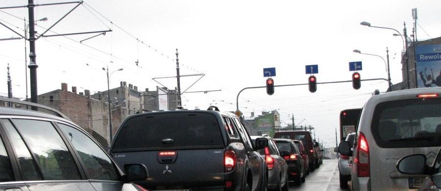 Od dzisiaj we wszystkich nowych samochodach w Unii Europejskiej, w tym w Polsce, ma być montowany system alarmowy eCall. To niewielkie urządzenie, o które zadbają producenci aut. W razie wypadku urządzenie automatycznie połączy się z numerem ratunkowym 112.