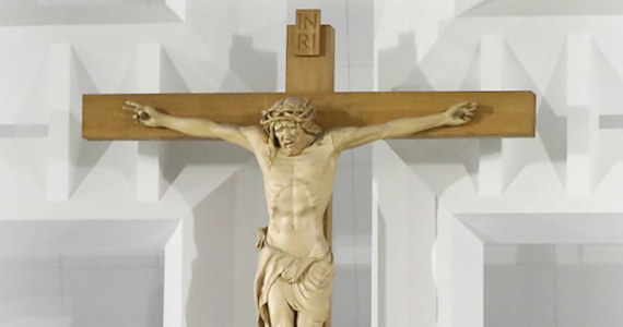 Dla chrześcijan największym cudem było zmartwychwstanie Jezusa Chrystusa. On sam zresztą dokonał wielu cudów: leczył chorych, wskrzeszał zmarłych, rozmnażał jedzenie… Przez wieki miało miejsce wiele zdarzeń, które Kościół katolicki uznał za cudy. Sprawdźcie, czy je znacie!