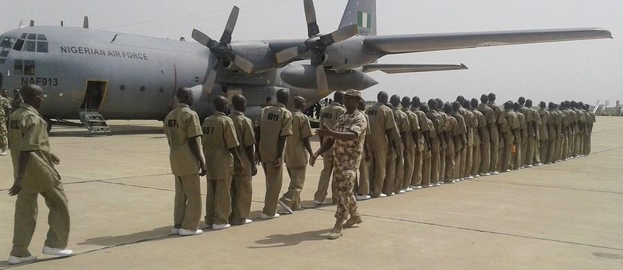 18 osób zginęło, a 84 zostały ranne w ataku islamistycznej organizacji Boko Haram w mieście Maiduguri w północno-wschodniej Nigerii - przekazała w poniedziałek AFP. Maiduguri to stolica stanu Borno, który często jest atakowany przez terrorystów.