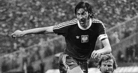 Żaden inny piłkarz nie będzie tak mocno kojarzony z wielkością polskiego futbolu lat 70. - trzecim miejscem na mundialu i medalami turniejów olimpijskich. Kazimierz Deyna, bo nim mowa, to 97-krotny reprezentant Polski i jeden z kandydatów na najlepszego Orła wszech czasów. Nie ukrywajmy - jeden z głównych kandydatów!