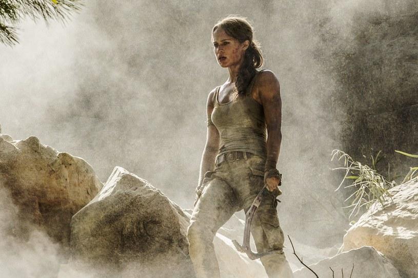 """Na planie tego filmu robiłam niesamowicie dużo rzeczy, z którymi nie miałam wcześniej do czynienia jako aktorka - przekonuje Alicia Vikander która wcieliła się w Larę Croft w kolejnej ekranizacji popularnej gry komputerowej """"Tomb Raider""""."""