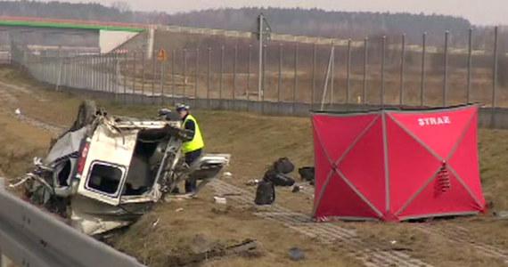 Wypadek busa na autostradzie A1 pomiędzy węzłami Tuszyn i Łódź Południe. 1 osoba zginęła, a 5 zostało rannych.