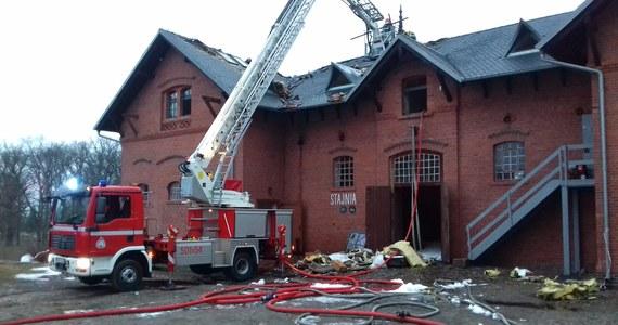 Kończy się akcja strażaków związana z pożarem, który wybuchł w nocy w zabytkowym folwarku w Wąsowie koło Nowego Tomyśla w Wielkopolsce. Ogień udało się opanować nad ranem. Do godzin przedpołudniowych trwało jego dogaszanie.