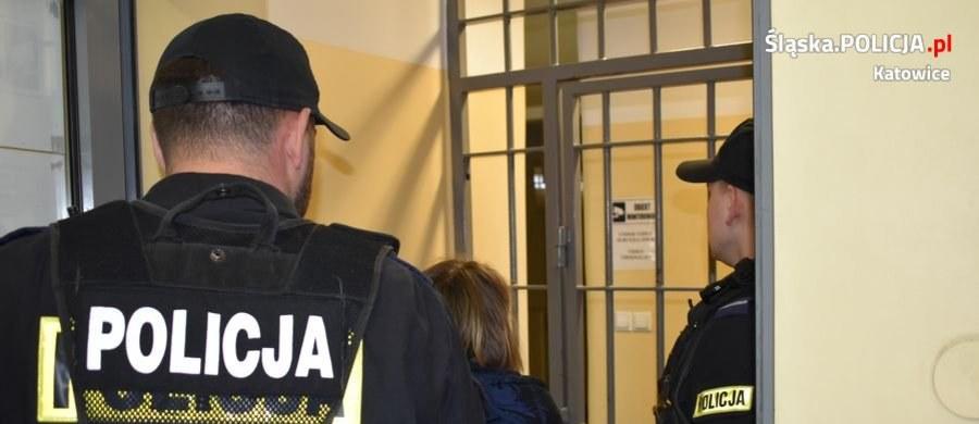"""Śledczy postawili zarzuty 27-letniej matce chłopca porzuconego kilka dni temu w Katowicach i jej 21-letniemu partnerowi. """"Chciałem dla niego jak najlepiej, ale może nie wyszło"""" - powiedział mężczyzna przed wejściem do prokuratury. """"Żal, no. Głupota robi swoje"""" - podkreślił."""