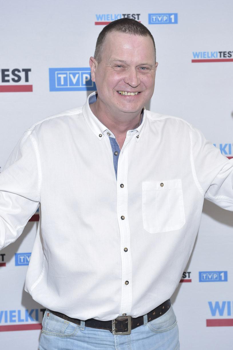 """""""Kevin sam w Irlandii"""" - tak roboczo zatytułowany jest program, który Kevin Aiston przygotowuje dla TYP2. Premiera pierwszych odcinków - jesienią. """"Chciałem przybliżyć Polakom życie na emigracji, pokazać, że nie ma tam pozłacanych chodników"""" - mówi prezenter znany z show """"Europa da się lubić"""""""