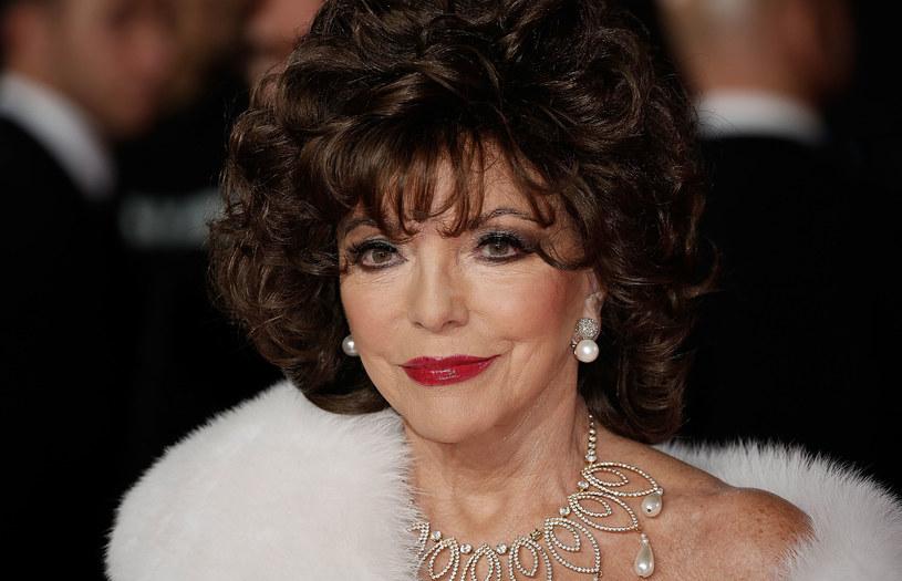 """Joan Collins, gwiazda serialu """"Dynastia"""", przyjęła trzecią dawkę szczepionki na koronawirusa. 88-letnia gwiazda od dawna propaguje szczepienia."""