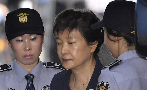 Sąd w Seulu skazał byłą prezydent Korei Południowej Park Geun Hie na 24 lata więzienia za nadużycie władzy, korupcję i wymuszenia. 66-letnia Park w ubiegłym roku została ostatecznie usunięta z urzędu w rezultacie skandalu korupcyjnego. Prokuratura domagała się 30 lat więzienia dla byłej prezydent.