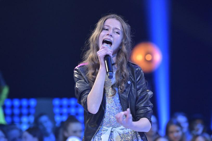 """Poniżej możecie zobaczyć debiutancki teledysk Roksany Węgiel, niespełna 13-letniej laureatki pierwszej polskiej edycji """"The Voice Kids""""."""