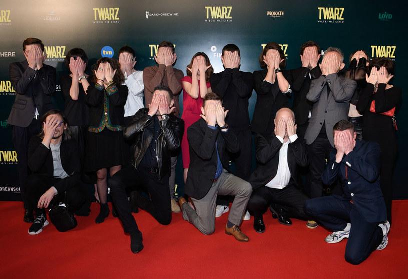 """Chciałam, aby ta produkcja pobudziła nas do myślenia i śmiechu z samych siebie. Żebyśmy nie obrażali się na obraz, który widzimy - powiedziała reżyserka Małgorzata Szumowska podczas czwartkowej premiery filmu """"Twarz""""."""