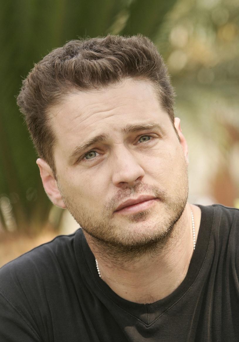 """- Nie tęsknię za wielką sławą – zdradza Jason Priestley, odtwórca roli Brandona Walsha z kultowego serialu lat 90. """"Beverly Hills 90210"""". Teraz polscy widzowie mogą oglądać go w nowym serialu """"Śledczy do pary""""."""