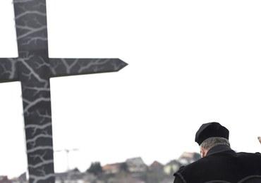 """Węgry: Odsłonięcie pomnika """"Memento-Smoleńsk"""". Kaczyński: To piękny gest"""