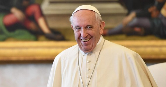 """Kilku dostojników Kościoła katolickiego, w tym dwóch kardynałów, ogłosiło drugi dokument krytykujący papieża Franciszka za jego otwarcie wobec osób rozwiedzionych, będących w nowych związkach. W Rzymie ogłoszono w sobotę ich """"publiczną deklarację""""."""