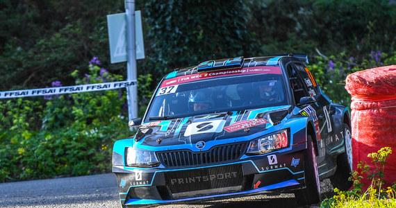 Łukasz Pieniążek (Printsport Racing) zajmuje piąte miejsce po drugim dniu 61. Rajdu Korsyki w klasyfikacji WRC 2. Polak po pechowym trzecim OS-ie w piątek, w sobotę jechał bardzo dobrze i przesunął się do przodu w klasyfikacji. Uniknęliśmy dużych błędów i na poszczególnych odcinkach notowaliśmy naprawdę dobre czasy. Możemy być zadowoleni z tego dnia. Tam, gdzie byłem pewien swojego opisu starałem się jechać jak najszybciej. Te pojedyncze czasy były naprawdę super - mówił Pieniążek.