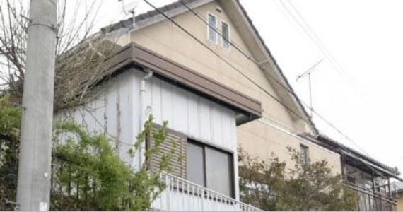 Sąsiedzi kilka razy słyszeli ludzki głos wydobywający się od strony przybudówki domu 73-letniego mężczyzny. Teraz okazuje się, że były to krzyki 42-letniego syna, od 20 lat zamkniętego w drewnianej skrzyni znajdującej się w przybudówce.