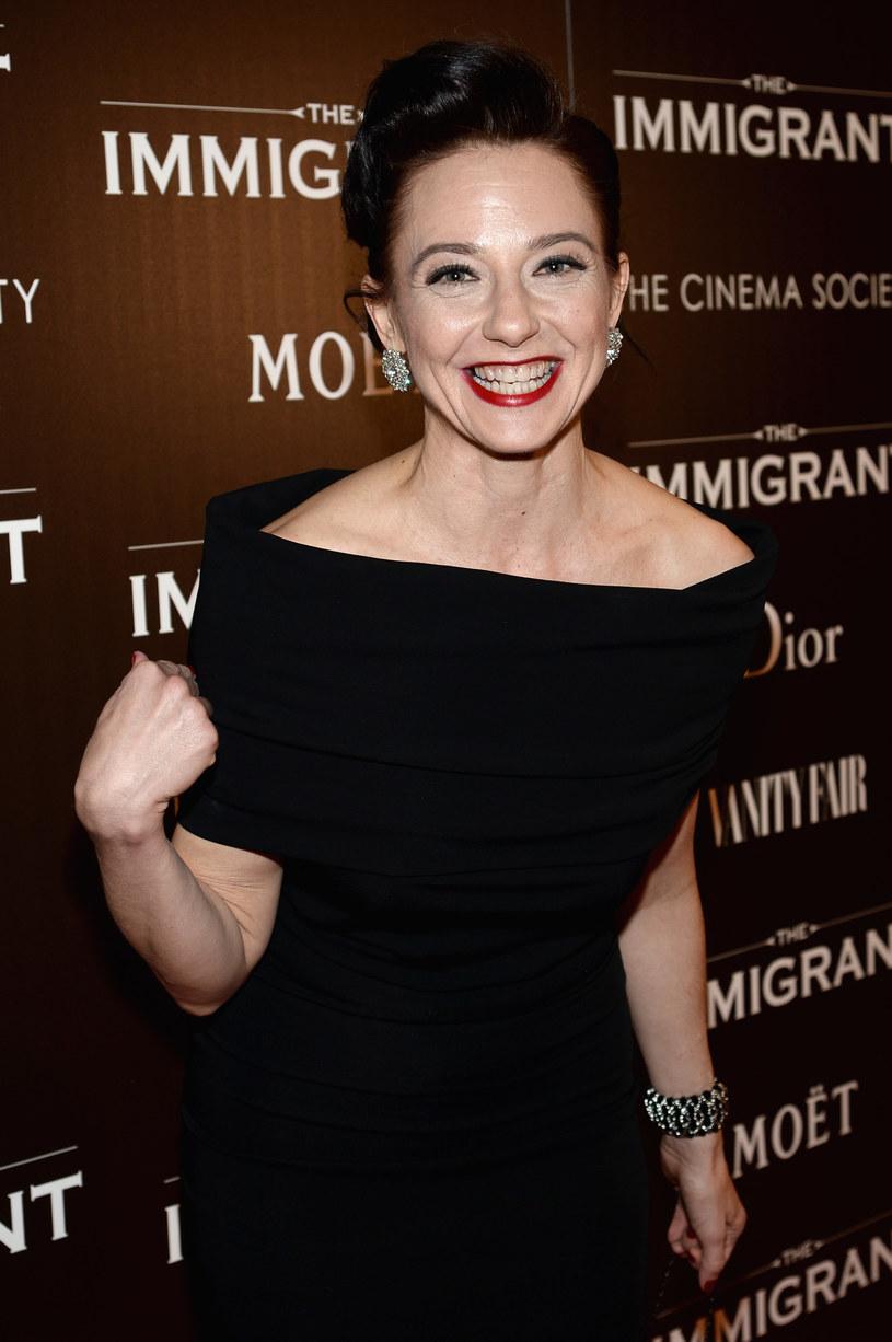 Maja Wampuszyc, amerykańska aktorka polskiego pochodzenia, znana z występów na Broadwayu i ról w filmach wybitnych reżyserów, prowadzi zajęcia z seniorami z Greenpointu. Cioteczna siostra aktorskiej rodziny Michaliców, mówi, że ważne jest, aby seniorzy mogli opowiedzieć własne historie.