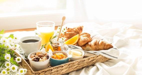 śniadanie Do łóżka Zrób Ukochanej Osobie Niespodziankę