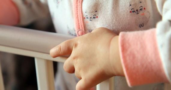 Policjanci odnaleźli 24-letnią kobietę, która 9 kwietnia z dwójką dzieci - w wieku 3 lat i 11 miesięcy - wyszła z domu. Rodzina mieszkała w Nakle Śląskim.