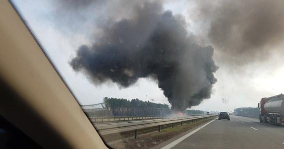 Pożar na autostradzie A2 między węzłami Nowy Tomyśl i Jordanowo. Na nitce w kierunku Świecka zapaliła się amerykańska cysterna wojskowa.