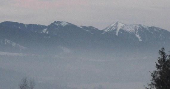 Interwencja TOPR-u na Krzesanicy w masywie Czerwonych Wierchów. Tam trzy turystki utknęły w... głębokim śniegu.
