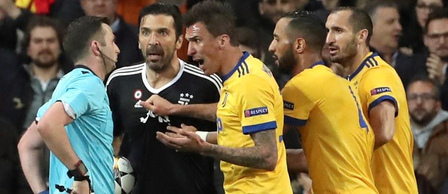 """Nie milkną echa emocjonującej końcówki ćwierćfinałowego meczu Ligi Mistrzów między Realem Madryt, a Juventusem Turyn. W doliczonym czasie gry angielski sędzia Michael Oliver podyktował dla drużyny """"Królewskich"""" rzut karny i wyrzucił z boiska bramkarza """"Starej Damy"""" Ginaluigiego Buffona. Karnego wykorzystał Cristiano Ronaldo i dzięki temu zapewnił Realowi awans do półfinału."""