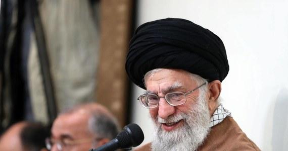 """Przedstawiciel duchowo-politycznego przywódcy Iranu Alego Chameneia powiedział, że Izrael powinien unikać """"głupich posunięć"""" wobec Teheranu, by nie dostarczyć mu pretekstu do zniszczenia Tel Awiwu i Hajfy."""