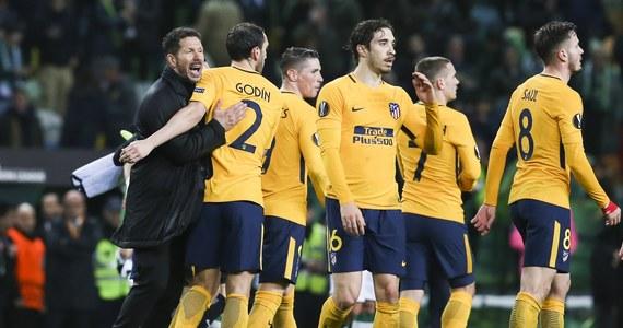 Piłkarze Atletico Madryt i Arsenalu Londyn, uważani za głównych kandydatów do końcowego triumfu w Lidze Europejskiej, nie wygrali w czwartkowych meczach rewanżowych, ale awansowali do półfinałów. W rywalizacji z Salzburgiem odpadło natomiast Lazio Rzym.