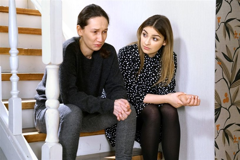 """Wkrótce w """"Barwach szczęścia"""" pojawi się nowa postać – kobieta, której Klara (Olga Jankowska) pomoże uporać się z depresją poporodową. W roli Dagmary zobaczymy najstarszą córkę Cezarego Pazury, Anastazję Pazurę."""