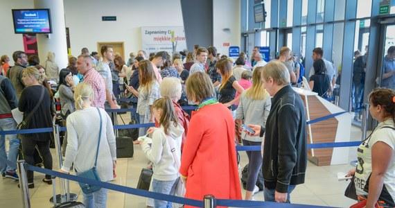 RMF: Emigranci z Pakistanu zatrzymani na lotnisku w Katowicach