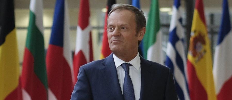 Uderzenia dokonane przez Stany Zjednoczone, Francję i Wielka Brytanię na cele w Syrii jasno pokazują, że tamtejszy reżim nie może wraz z Rosją i Iranem kontynuować działań przynoszących ludzką tragedię - stwierdził szef Rady Europejskiej Donald Tusk.
