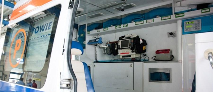 W miejscowości Mąkolice w powiecie zgierskim (woj. łódzkie) doszło do wypadku szkolnego autobusu. Kierowca pojazdu zasłabł. Dzieci nie zostały poszkodowane.