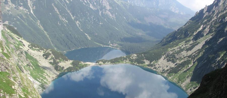 Śmiertelny wypadek w Tatrach. W rejonie Rysów ze zbocza w stronę Czarnego Stawu spadł turysta. Mężczyzna prawdopodobnie potknął się lub poślizgnął.