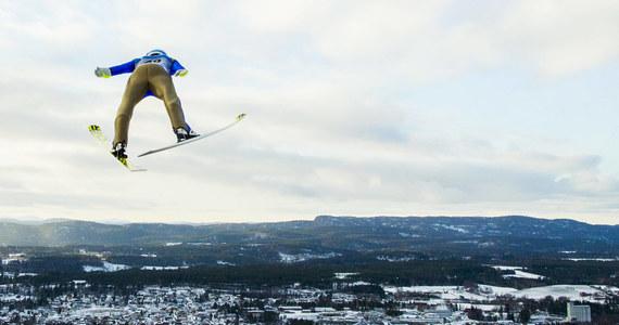 Kolejny sezon Pucharu Świata w skokach narciarskich może się nie odbyć na trzech norweskich skoczniach: w Trondheim, Lillehammer i Vikersund, których homologacja utraciła ważność. Zagrożony jest m.in. rozgrywany na nich turniej Raw Air.