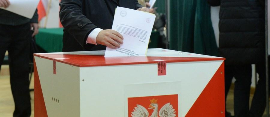 Nie będzie kamer w komisjach wyborczych. Tym samym jeden ze sztandarowych pomysłów PiS nie zostanie zrealizowany – informuje dziennik.