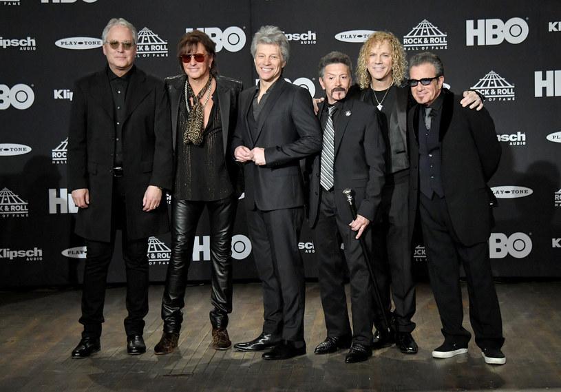 Miłość wisi w powietrzu - Richie Sambora pojawił się w składzie Bon Jovi podczas ceremonii wprowadzenia grupy do Rockandrollowego Salonu Sław. Gitarzysta nie wykluczył, że ponownie wystąpi na scenie ze swoimi kolegami.