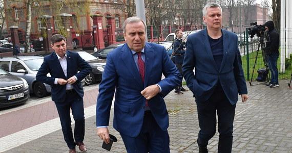 Niedzielną decyzję szczecińskiego sądu o zastosowanie trzymiesięcznego aresztu wobec Stanisława Gawłowskiego odbieramy jako początek kampanii wyborczej PiS, polityczny atak na opozycję - oświadczył lider PO Grzegorz Schetyna.