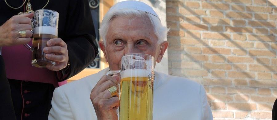 """Emerytowany papież Benedykt XVI spędził w poniedziałek swe 91. urodziny w """"spokojnej i rodzinnej atmosferze"""" - podało biuro prasowe Watykanu. Z Bawarii przyjechał jego brat, ksiądz Georg Ratzinger, a papież Franciszek wysłał jubilatowi życzenia."""