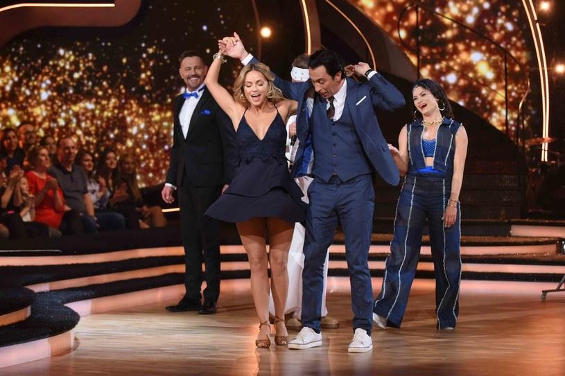"""Szósty odcinek """"Tańca z Gwiazdami"""" był pełen niespodzianek. O tę największą zadbali jurorzy show. Jeszcze nigdy w historii programu nie zdarzyło się tak, by w jednym odcinku zatańczyli spontanicznie wszyscy, a tak właśnie było w ostatni piątek."""