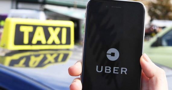 """Rząd zaostrzy przepisy dotyczące kierowców jeżdżących dla firm pośredniczących w przewozach - informuje """"Rzeczpospolita"""". Jak podaje gazeta, Uber i Taxify zadeklarowali, że dostosują się do planowanych zmian."""