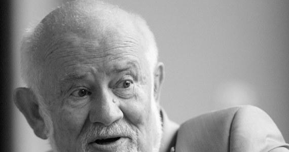 Zmarł prof. Zbigniew Bujarski, wybitny kompozytor i malarz, współtwórca Krakowskiej Szkoły Kompozytorskiej – poinformowała Akademia Muzyczna w Krakowie. Msza żałobna w intencji zmarłego zostanie odprawiona w piątek w krakowskim kościele św. Anny.