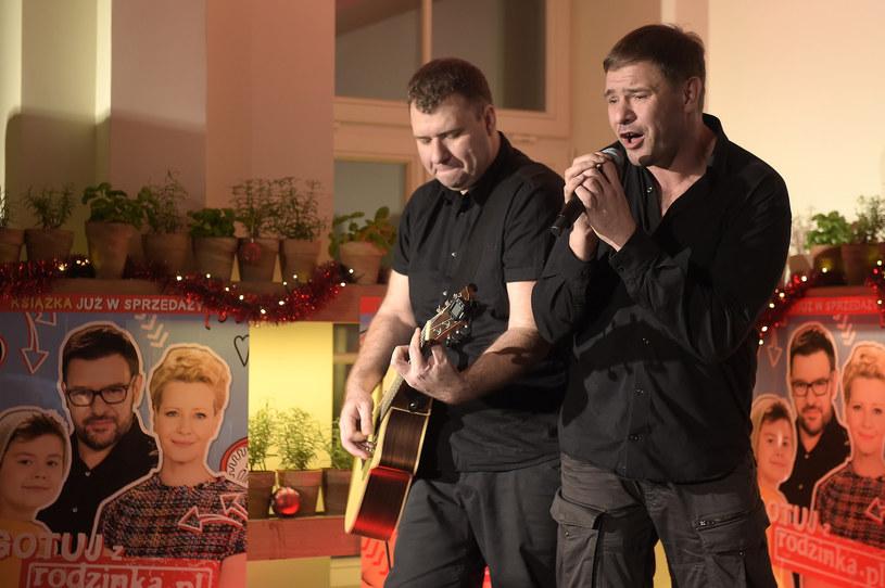 Po sześciu latach istnienia debiutancki album zaprezentował duet Pączki w Tłuszczu, którego wokalistą jest popularny aktor Tomasz Karolak.