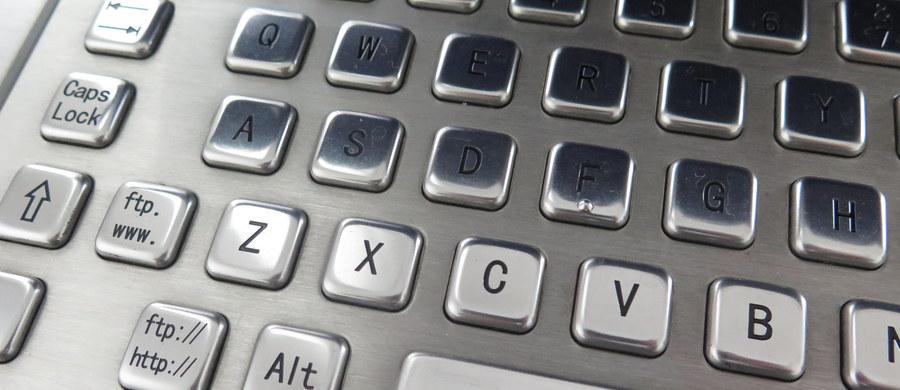 Uważajcie na rosyjskich hakerów - ostrzega brytyjskie Centrum do Spraw Bezpieczeństwa w Cyberprzestrzeni. To rada skierowana zarówno do organizacji, jak i zwykłych użytkowników internetu. Według ekspertów, kontruderzenie w sieci może być formą odwetu Rosji za niedawne naloty w Syrii.
