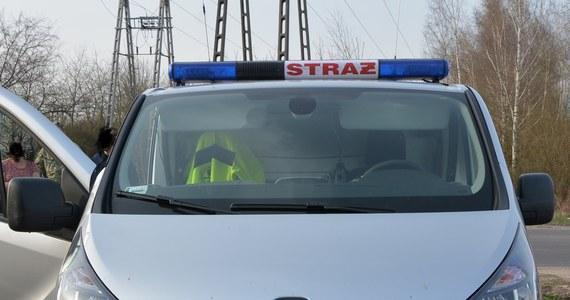 Na oryginalny sposób na zakamuflowanie przemytu wpadło dwóch mężczyzn. 29-latek i 60-latek wystylizowali swój samochód na pojazd straży pożarnej, by pod przykrywką przemycać papierosy.