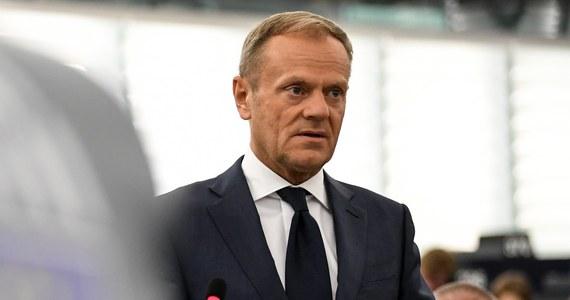 Szef Rady Europejskiej Donald Tusk odrzucił apel szefa liberałów Guy Verhofstadta, który domagał się, aby szczyt przywódców Unii Europejskiej zajął się kwestią praworządności w Polsce i na Węgrzech. Okazją do tej wymiany zdań była debata w Parlamencie Europejskim.